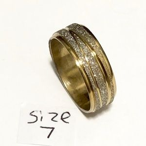 Men's / Women's Gold Tone Ring, Size 7